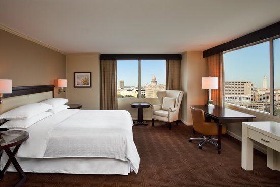 Sheraton Austin at the Capitol: Corner King Guest Room