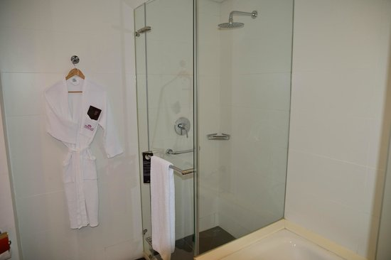 Crowne Plaza Tel Aviv City Center : Dusche