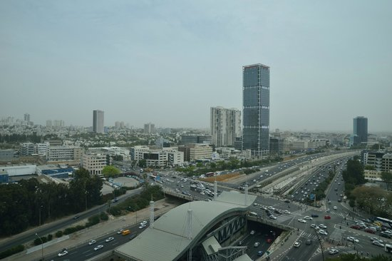 Crowne Plaza Tel Aviv City Center : Aussicht 16. Etage - bewölkter Tag