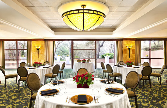 Sheraton Austin at the Capitol: Creekside Patio Events