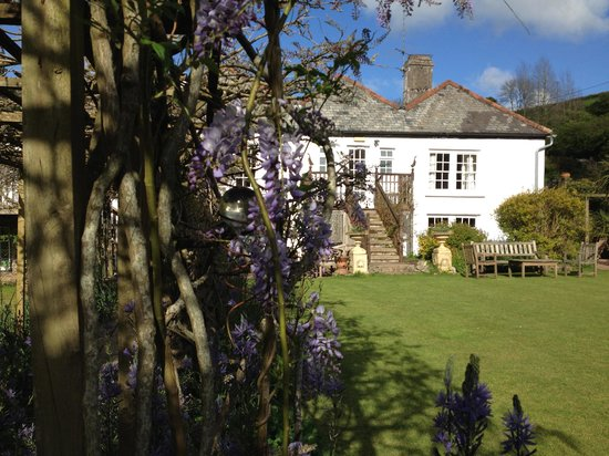 Fingals Boutique B&B: Beautiful Fingals in the sun