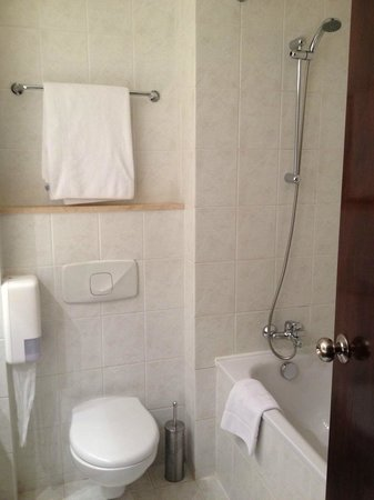 angelo by Vienna House Bucharest: Bathroom 1