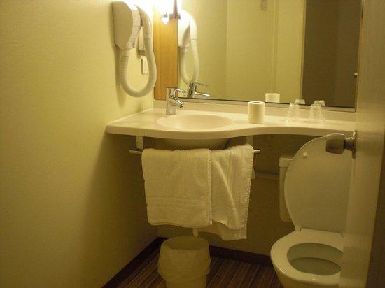 Ibis Montlucon : schone badkamer