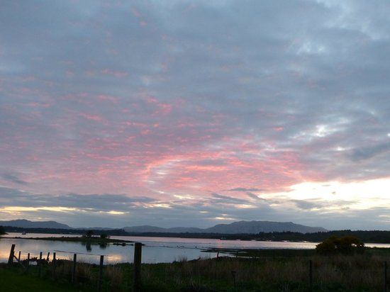 Dalrannoch Farm Bed and Breakfast : Coucher de soleil sur le loch