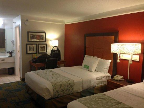 La Quinta Inn Chattanooga / Hamilton Place : room overview 2