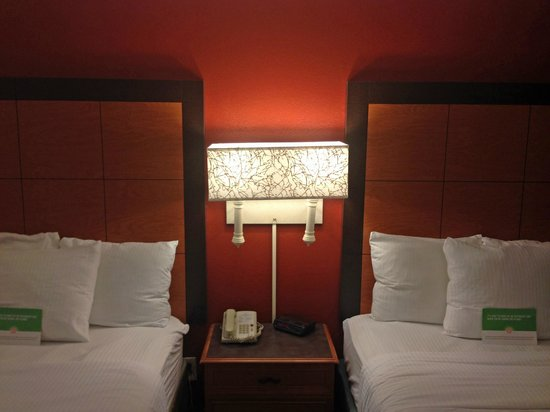La Quinta Inn Chattanooga / Hamilton Place : beds