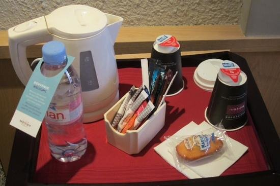 Mercure Montpellier Centre Comédie : a water bottle is offered, and all you need to make tea (or nescafe) in your room