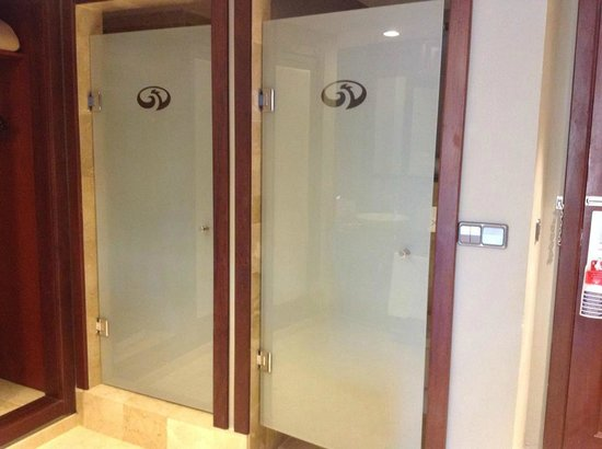 Grand Palladium Bavaro Suites Resort & Spa: left is shower, big enough for two :) right is toilet
