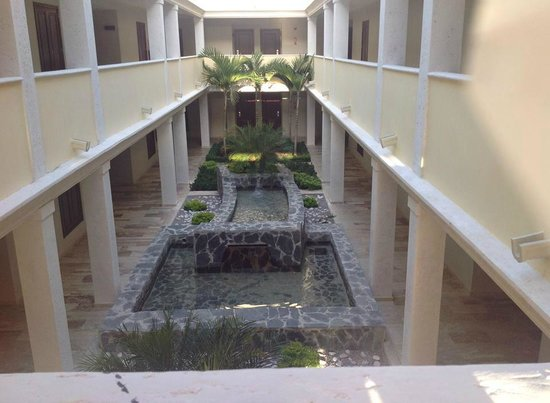 Grand Palladium Bavaro Suites Resort & Spa: atrium in bldg
