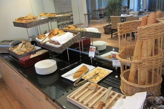 Mercure Montpellier Centre Comédie : nice choice of breads for breakfast (I didn't see a gluten-free option though)