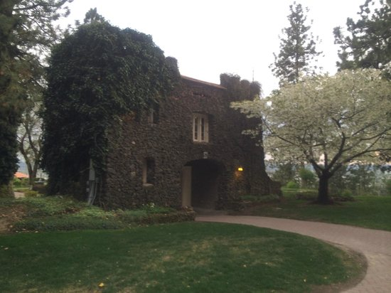Riblet Mansion and Arbor Crest Winery: The grounds