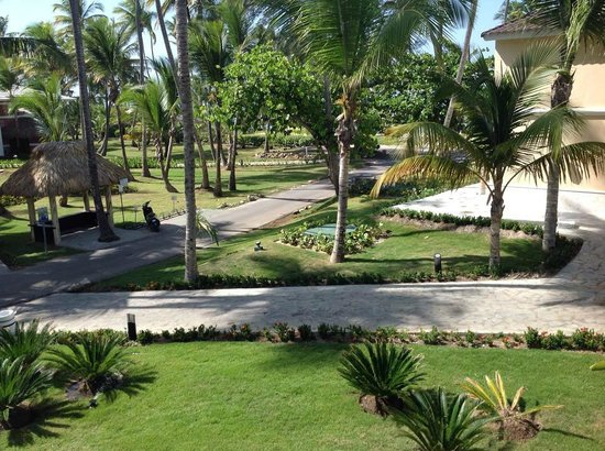 Grand Palladium Bavaro Suites Resort & Spa: slight view of ocean