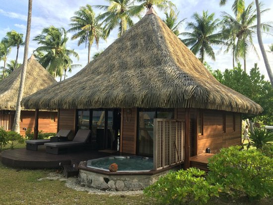 Hotel Kia Ora Resort & Spa: Beach bungalow with private JACUZZI