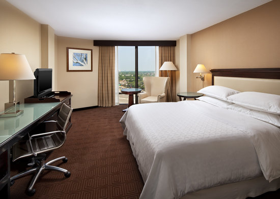 Sheraton Dallas Hotel by the Galleria : King Guest Room