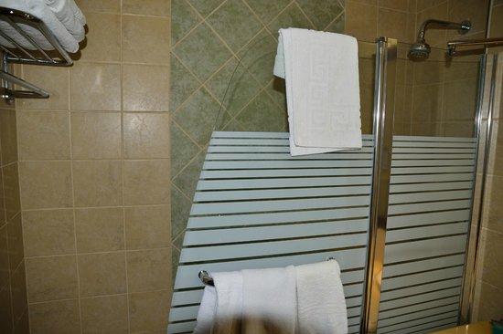 National Hotel Jerusalem: Badewanne/Dusche