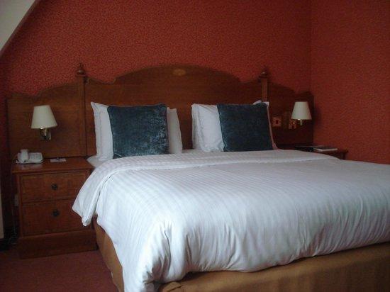 Best Western Plus Cedar Court Hotel: Cedar Court Hotel - Room Interior 1