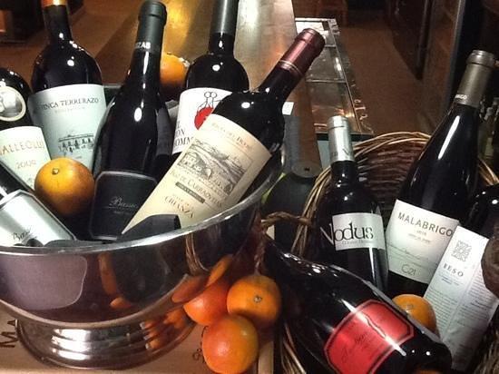 El Bolon Verde Restaurante: Grandes vinos y cavas......