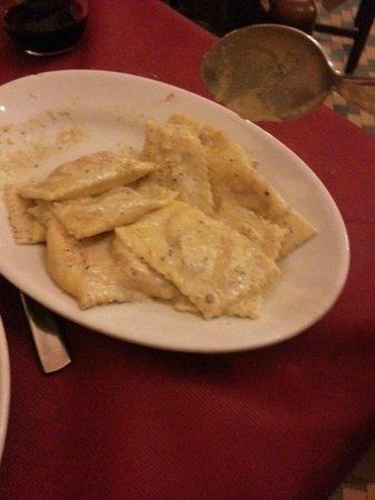 La Pineta: Ravioli di zucca e salsa di pistacchio