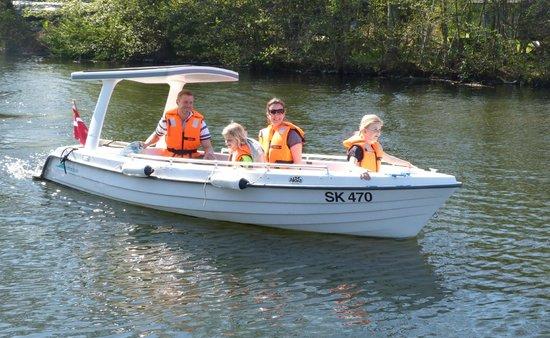 Solbaaden: Vi sejler med energi fra solen - GreenWave båden er til forureningsfri sjov og hygge
