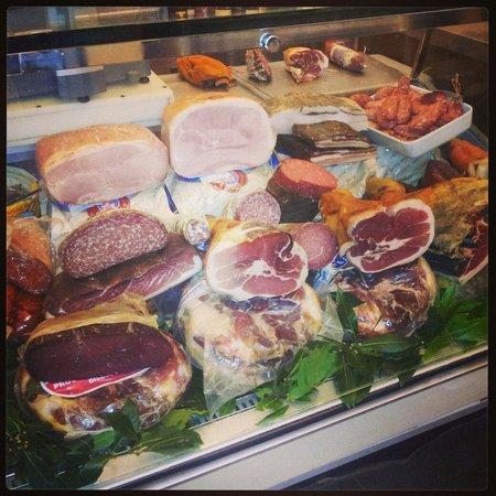Pane Amore e Fantasia: Prosciutti, bresaola, salsiccia, salami... Di tutto di piú!!!