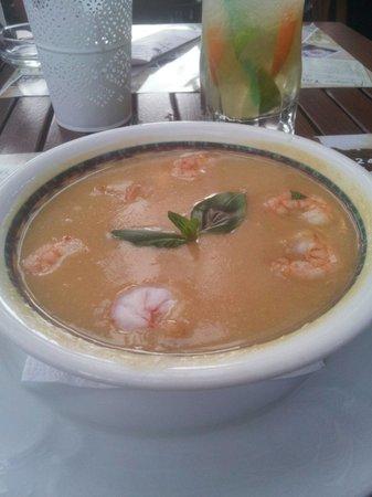 Gusto: Lentile soup with shrimps