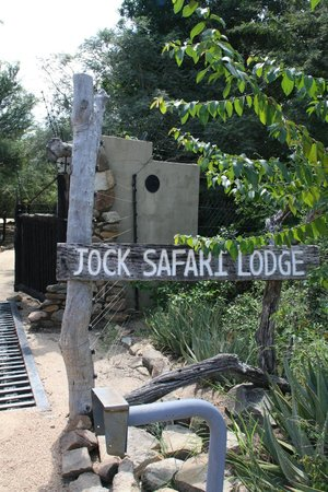 Jock Safari Lodge: Hotel entrance
