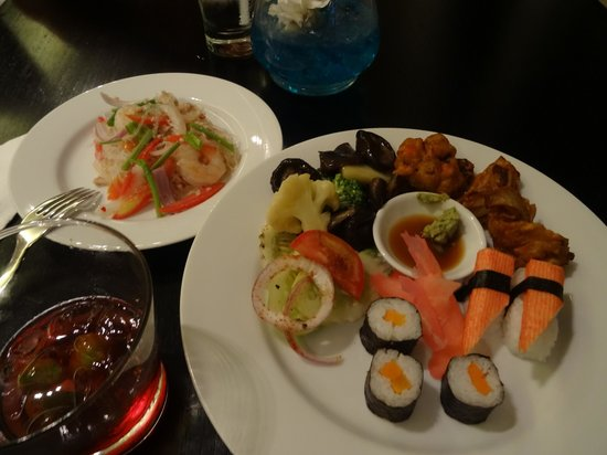 Bangkok Marriott Hotel Sukhumvit: Executive club lounge - happy hour food