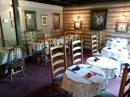 Wild Plum Tea Room: Inside
