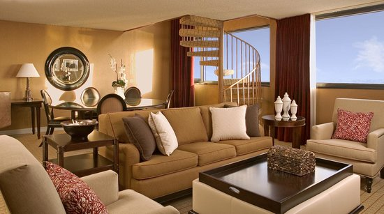 Sheraton Fort Lauderdale Airport & Cruise Port: Suite Living Area