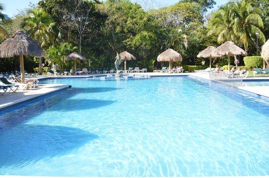 Hotel Riu Lupita: main pool at the hotel
