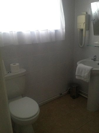 The George Hotel: Bathroom