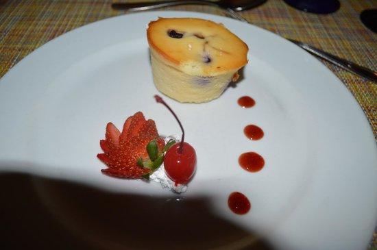Hotel Riu Lupita: berry cheesecake at the steakhouse