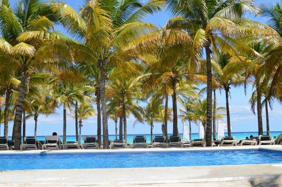Hotel Riu Lupita: beach club