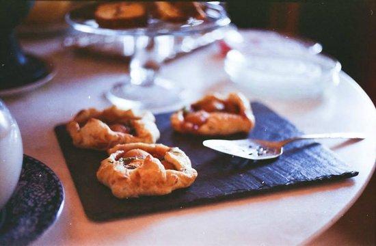 Salt House Inn: Amazing apricot pastry
