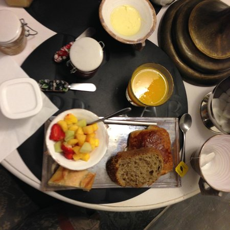 Bastide aux Camelias : Breakfast!