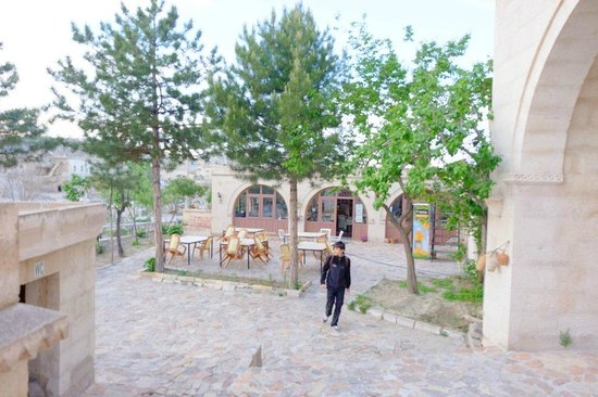 Elif Star Caves: Hotel Courtyard