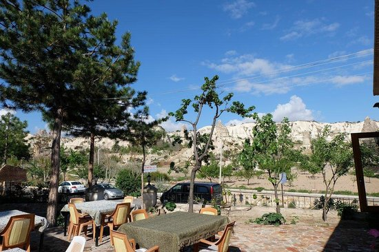 Elif Star Caves: Hotel Courtyard  - breakfast open place