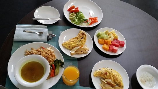 VOUK Hotel & Suites: Breakfast food