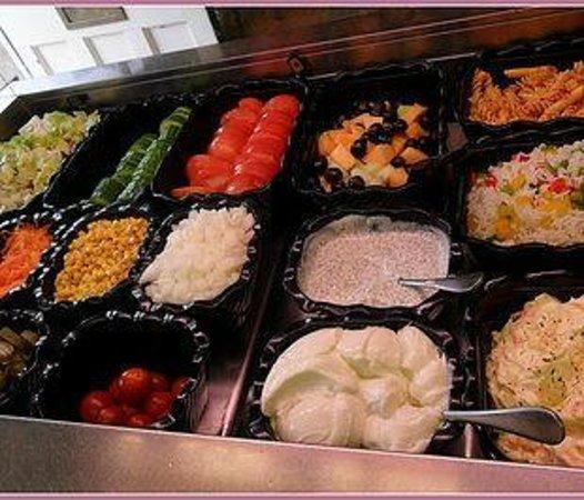Poppy's Coffee Shop: Salad selection