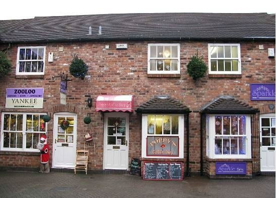 Poppy's Coffee Shop: Front