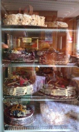 Bar Pasticceria Arianna: Gekühlte Kostbarkeiten
