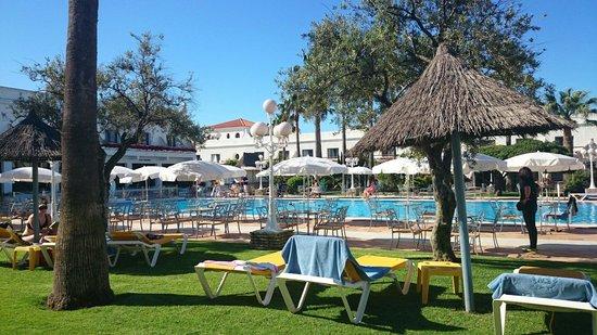 Hotel Playa de la Luz : La piscina del hotel!