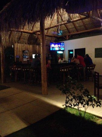 Machele's Place: Bar area