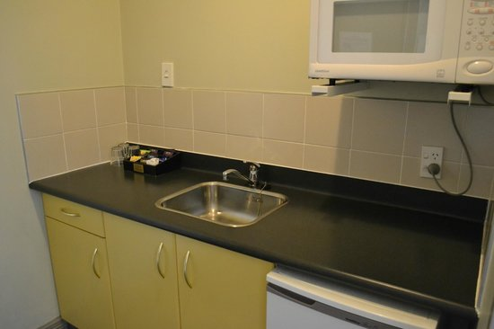 BEST WESTERN President Hotel Auckland: Kitchen area