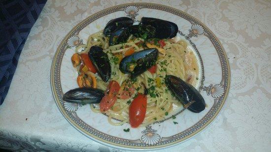 Le Tre Arcate: Spaghetti con cozze e peperoni!!!