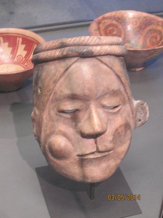 Museo Chileno de Arte Precolombino: cerâmica mastigador de coca