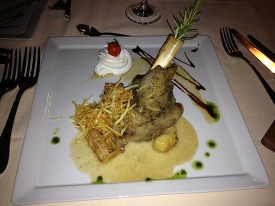 Minos Beach Art hotel: Diner au Minos Beach Art Hôtel