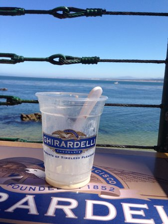 Ghirardelli Ice Cream & Chocolate Shop: Ice cream with a view!