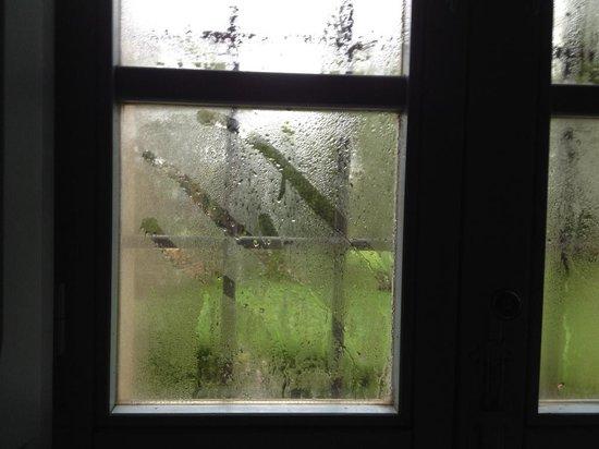 Relais Castel Bigozzi: Kondenswasser Fenster