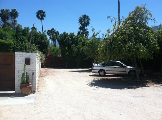 Casa Ocotillo: Private parking. Secure electric gate.
